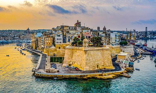50歲老爸帶著29歲兒子成功移民馬耳他